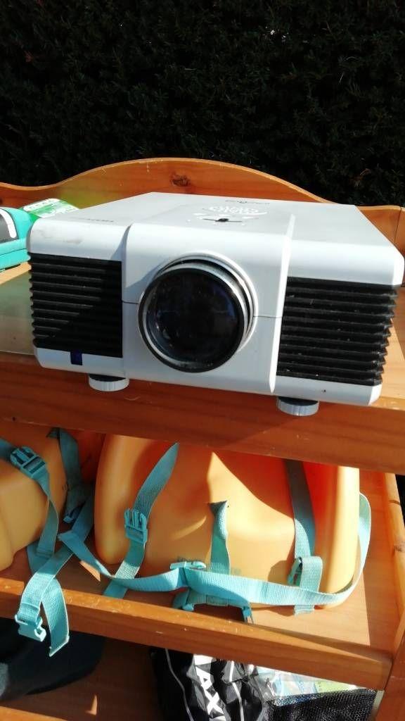 HD ready screen projector
