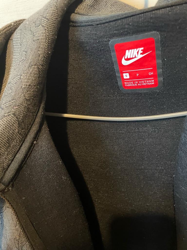 Nike tech fleece size small
