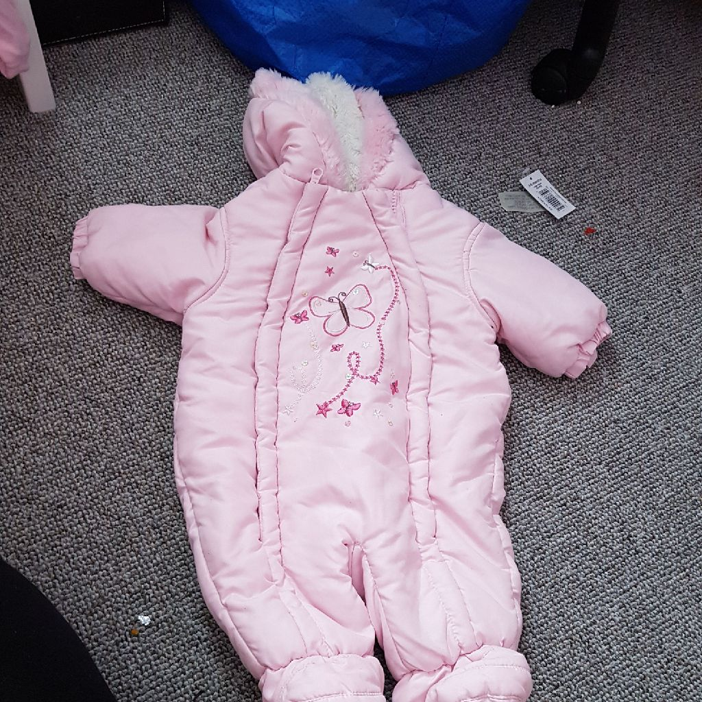 Snow suit 0 to 3 mouths