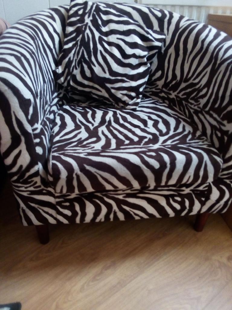 Cube chair + chaise lounge + rug