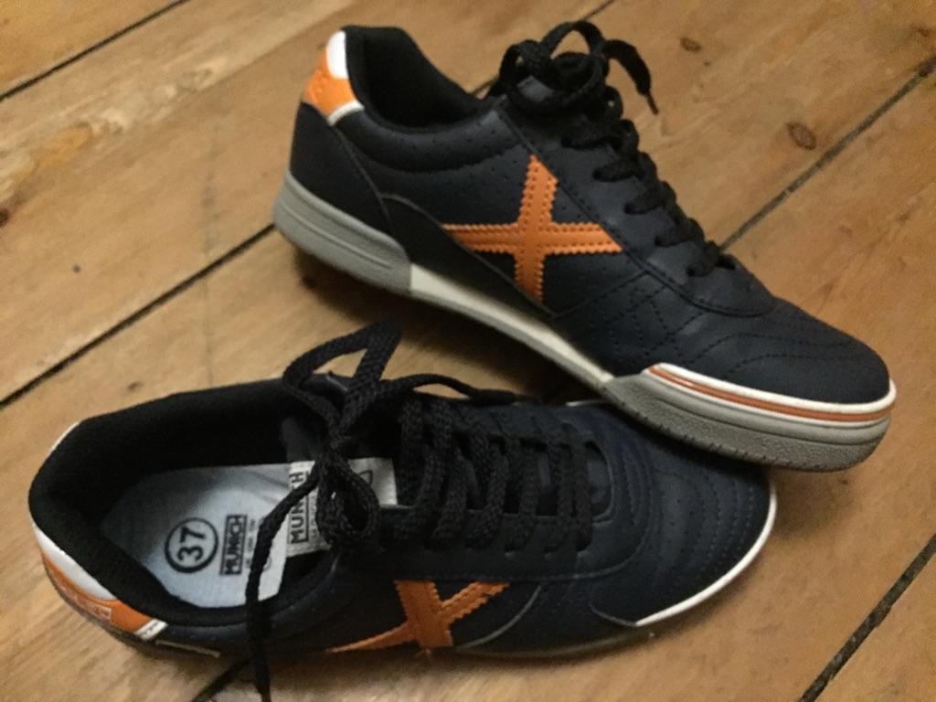 Blue navy sneakers. Size 4. Munich.