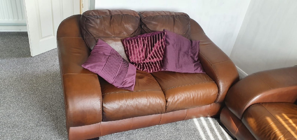 Lovely 3+2 brown leather sofa.