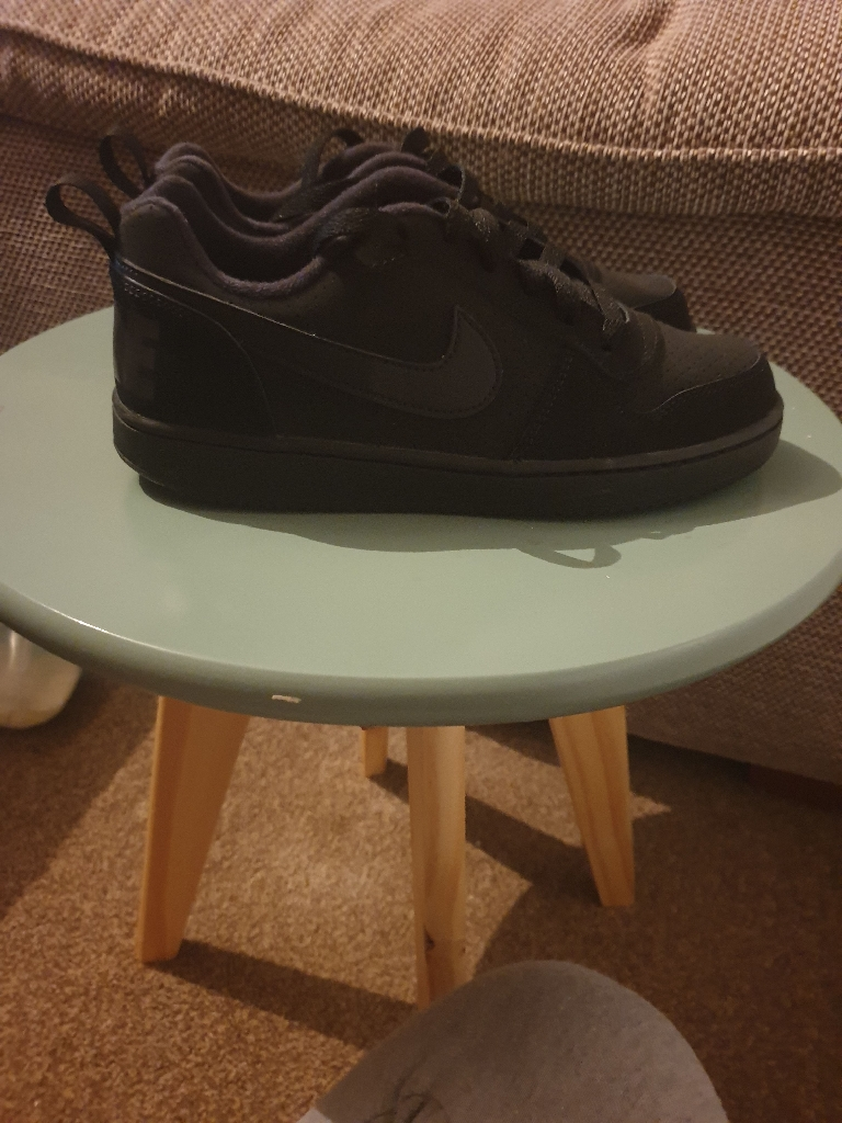 New Black Nike trainers