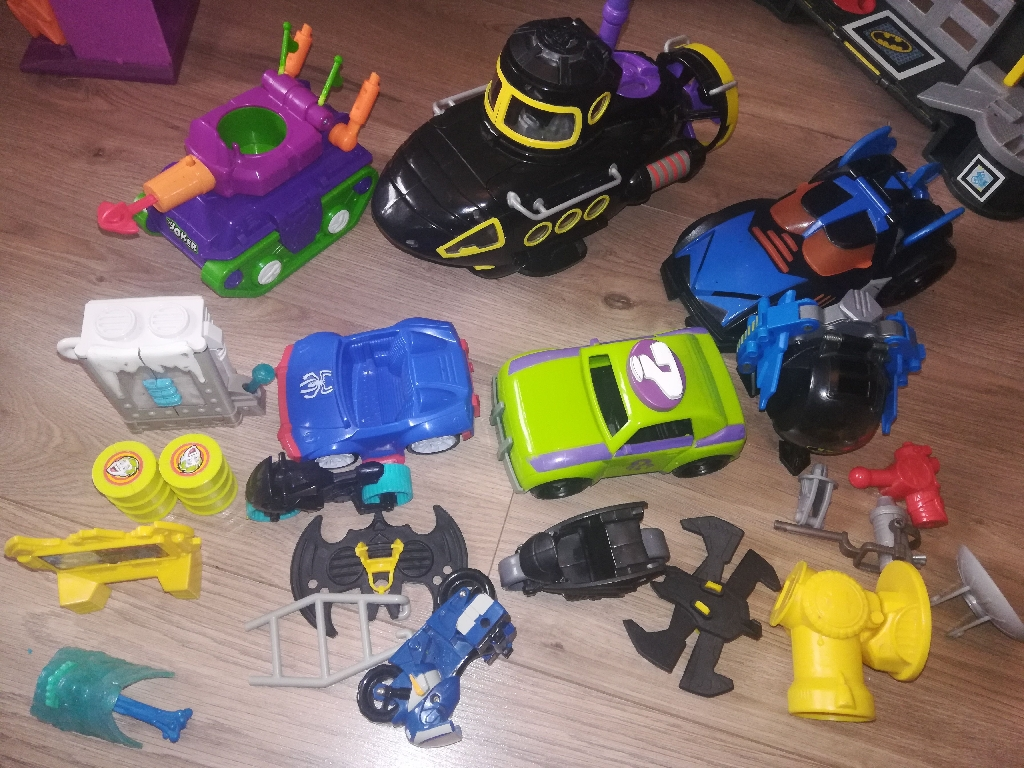 imaginext figures and car's