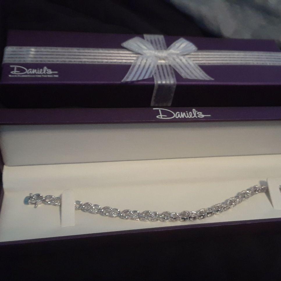 Daniel's Jewelers women's bracelet