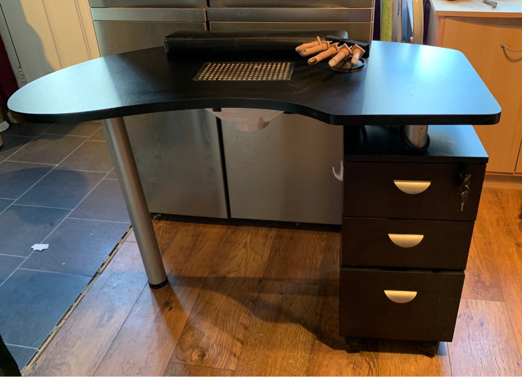 Nail desk with built in extractor and draws