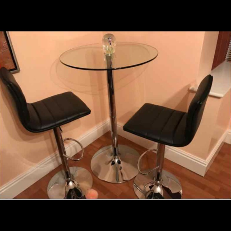 Glass bar table with two lather stools
