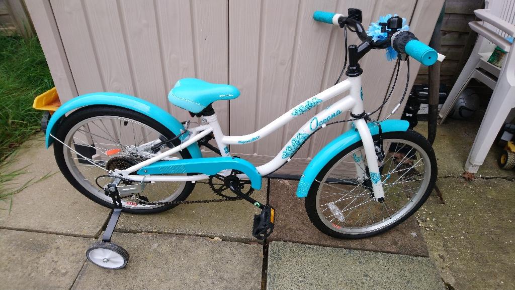 Girls apollo oceana bike.