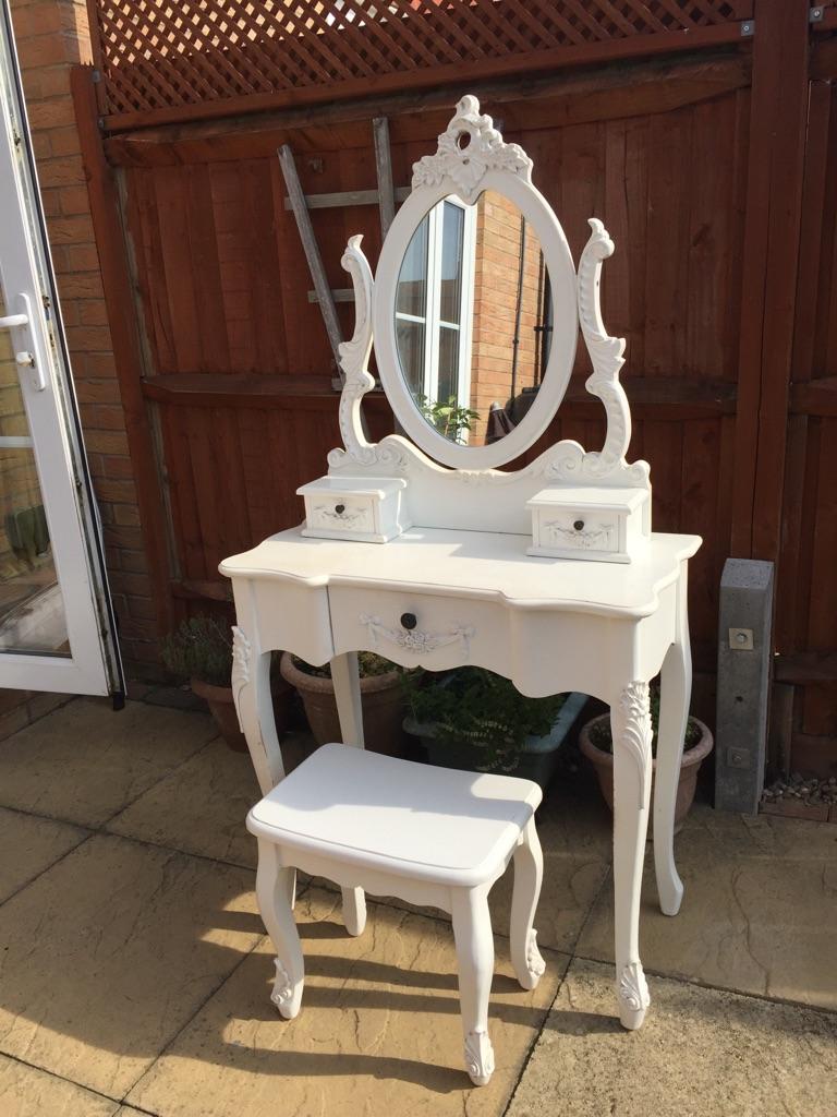 Toulouse white dressing table set