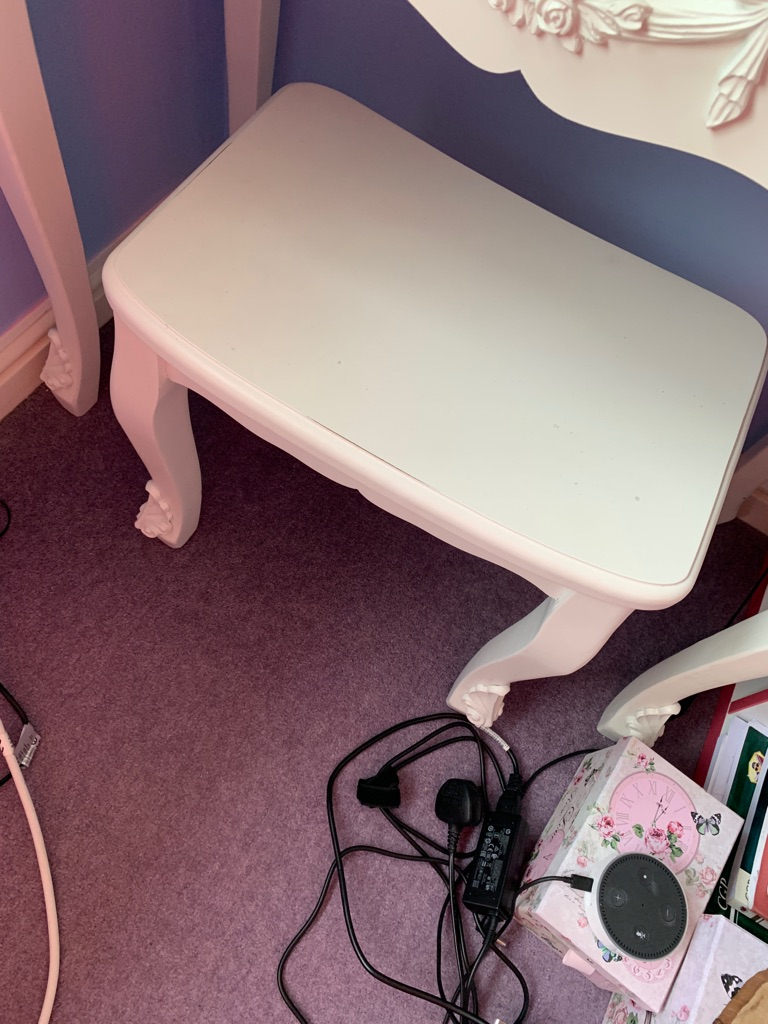 White dressing table with stools