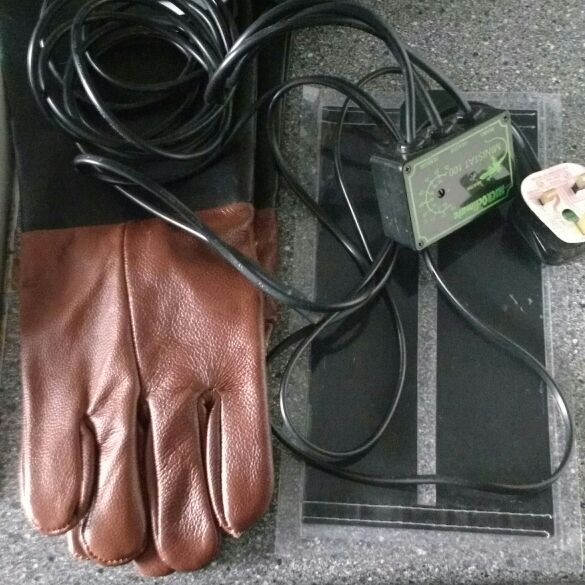Thermostat. Heat matt and bite proof gloves (never worn)
