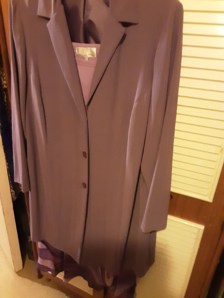VOLUPTIOUS 3 PIECE SUIT SIZE 22 FROM EVANS BEAUTIFUL DEEP LILAC (REDUCED)
