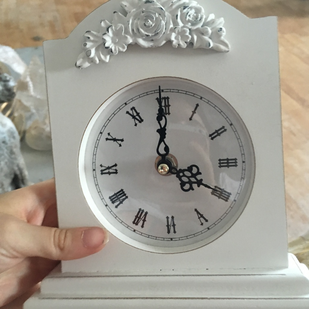 White clock needs batteries