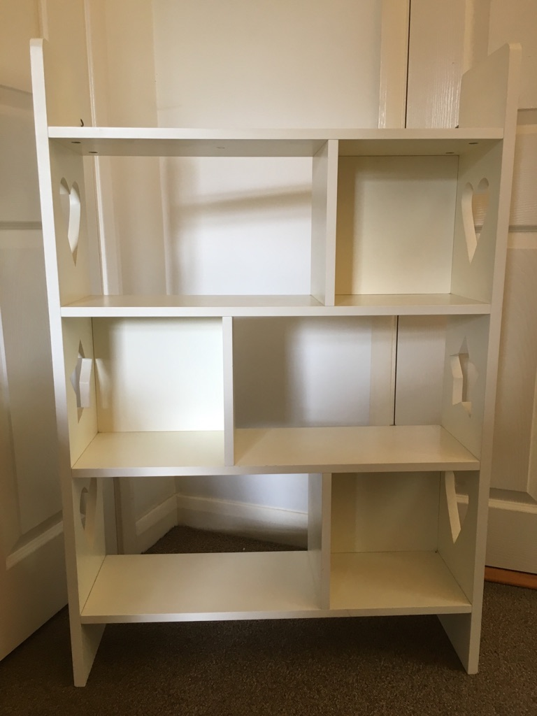 Children's shelving unit with heart and star edge panels