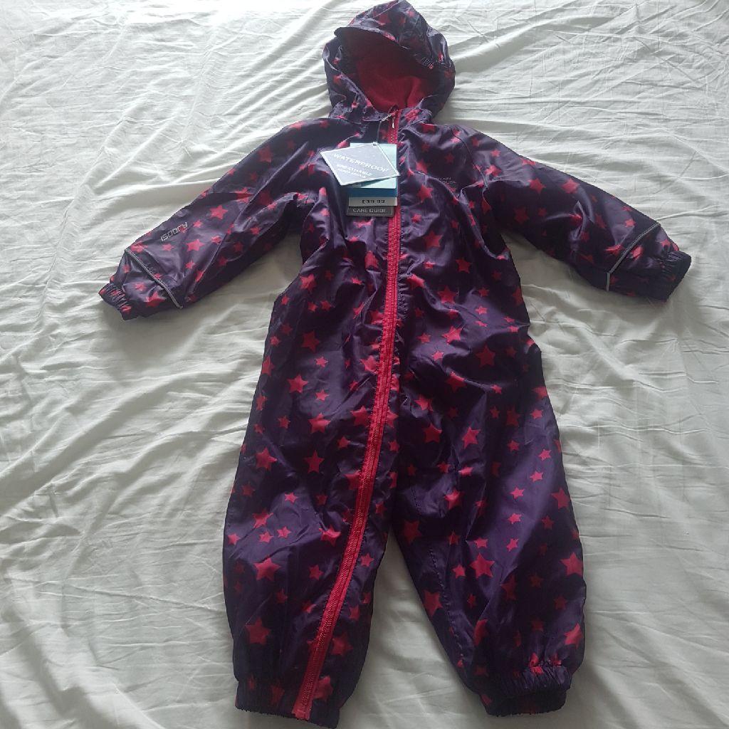 BNWT rain suit 2-3 yrs