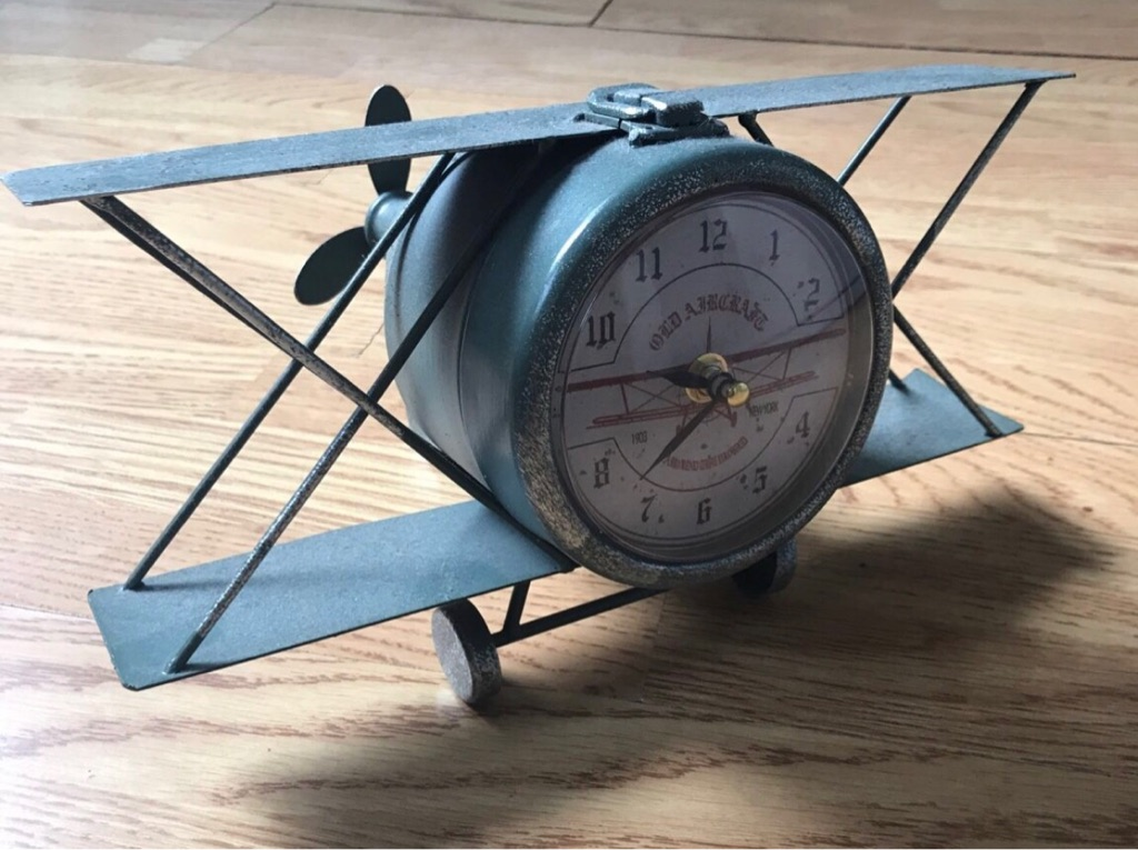 Plane-Shaped Clock