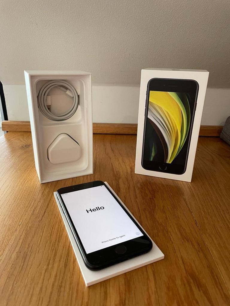 iPhone se black 128 gb still in warranty
