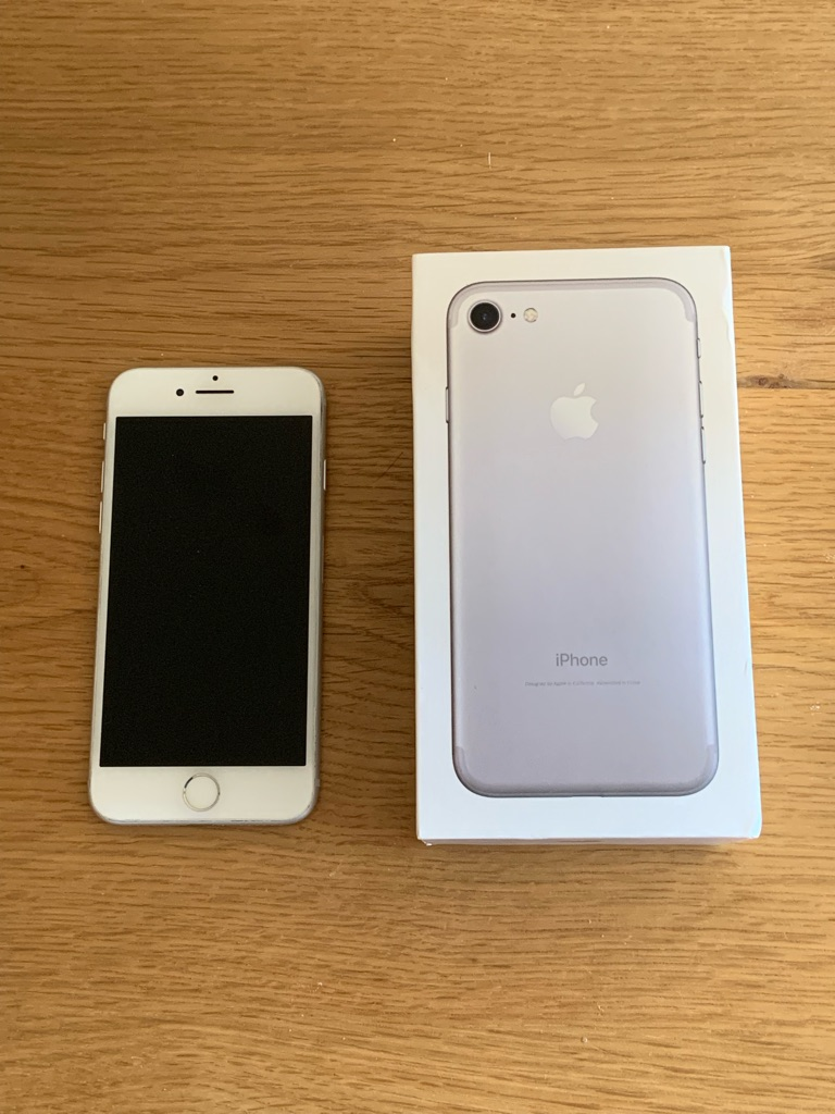 IPhone 7 32GB Silver & White Unlocked