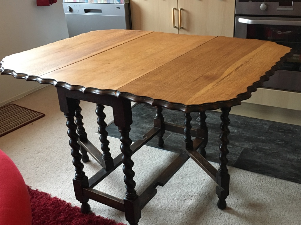 Victorian solid oak twisted leg drop-leaf table