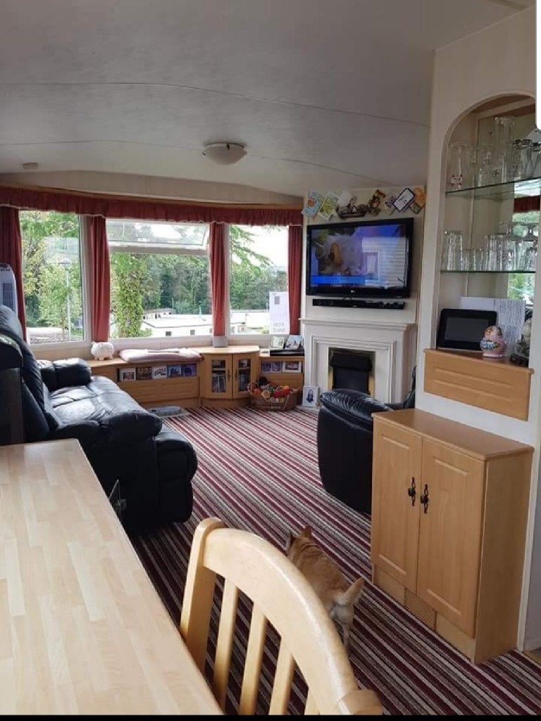 Static caravan situated on wightcliff bay PO35 5PL (away resorts)