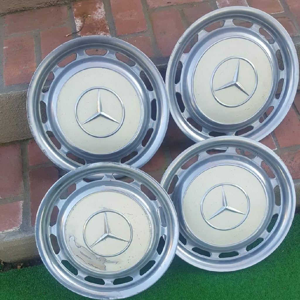 COLLECTABLE MERCEDS HUB CAPS