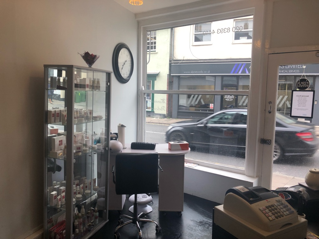 Beauty room and manicure area for rent