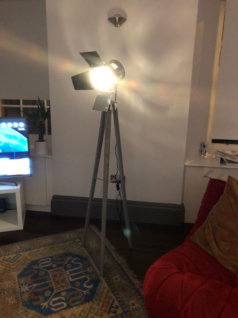 Theatre style tripod lamp