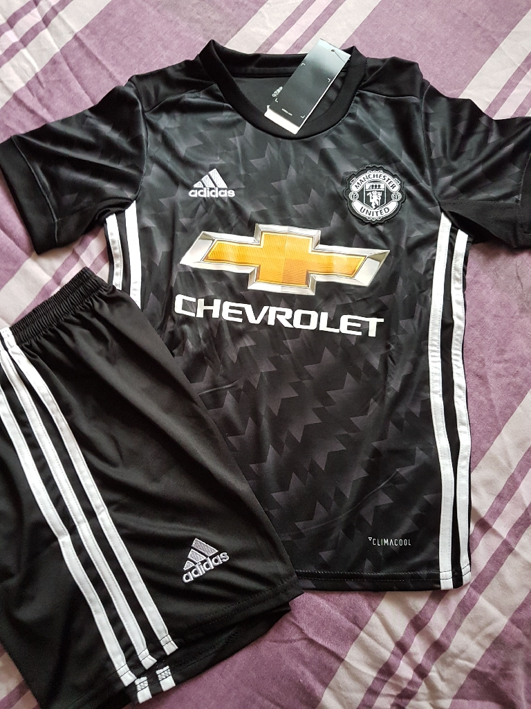 Manchester United football shirt 2017-18 season new with tags