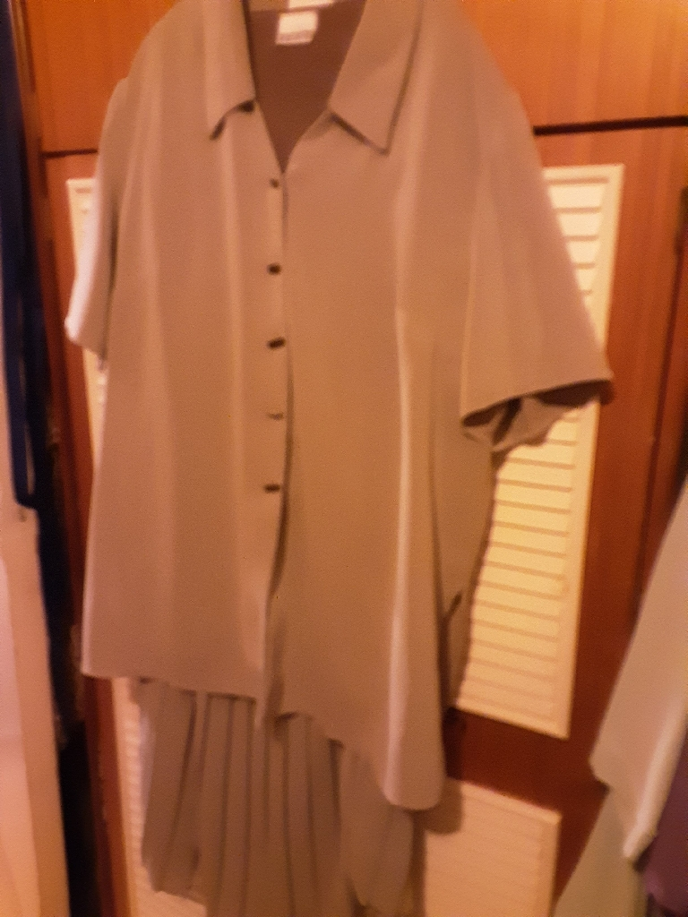 VOLUPTIOUS 3 PIECE SUIT SIZE 22 TAUPE COLOUR FROM EVANS (REDUCED)