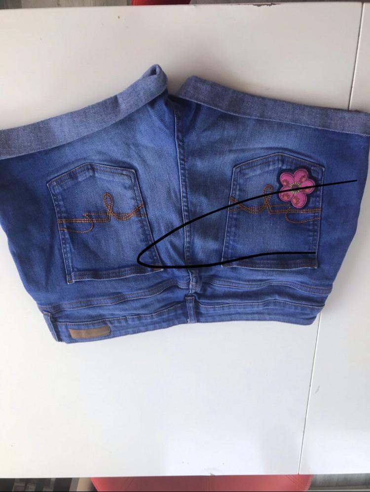 Flower decor shorts