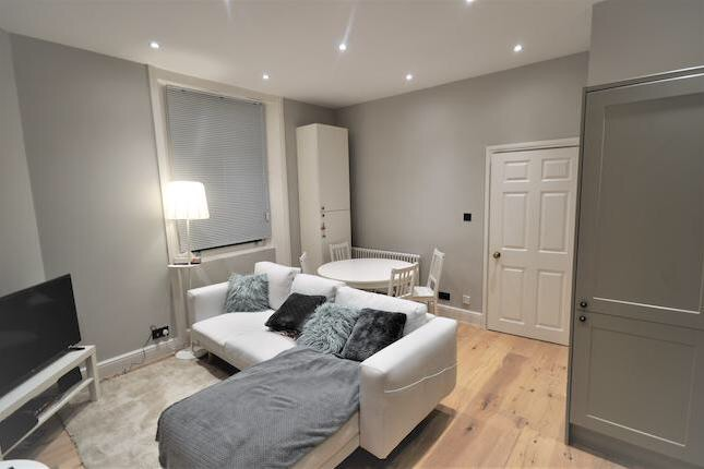 Double Room, refurbished Victorian 2 bed flat