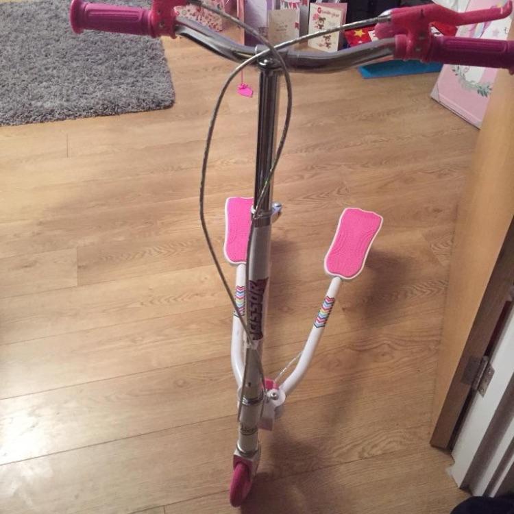 Scissor scooter