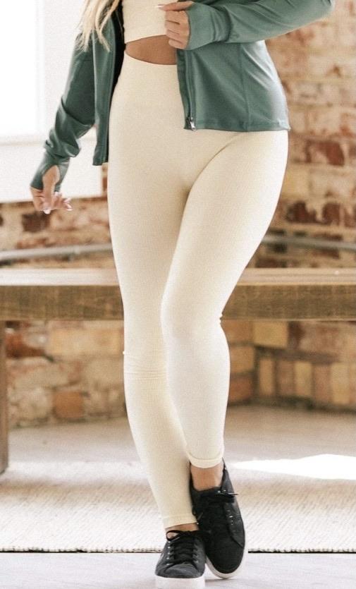 Seemless leggings 20% off using my code below ⬇️
