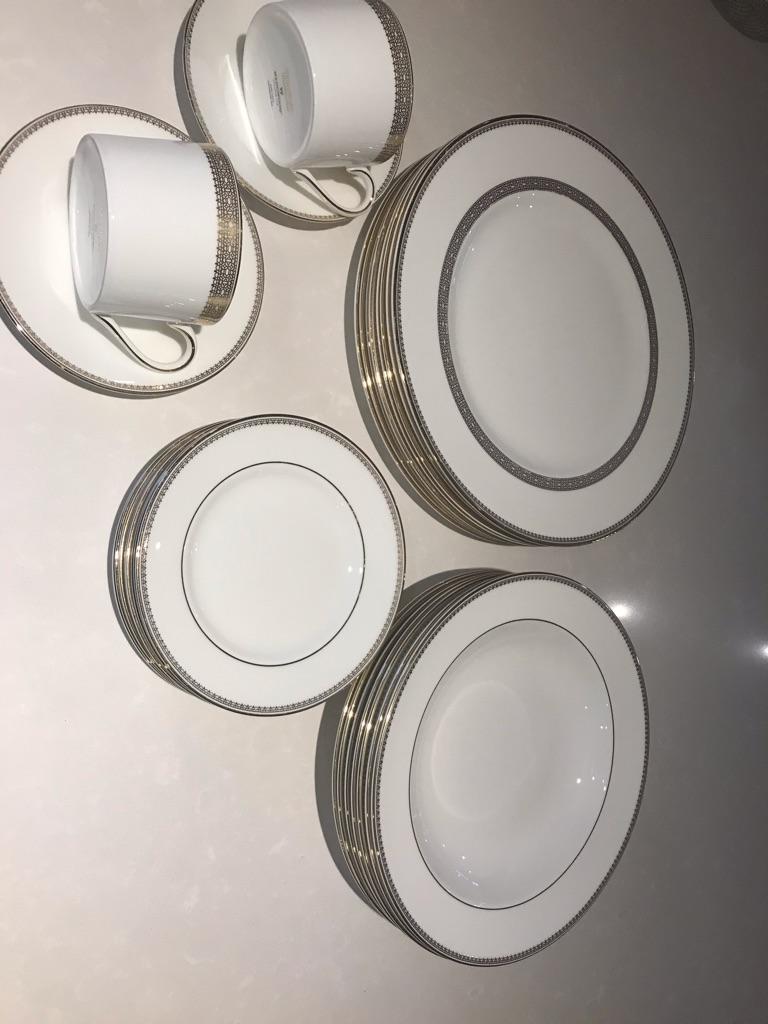 Vera wang dinner set