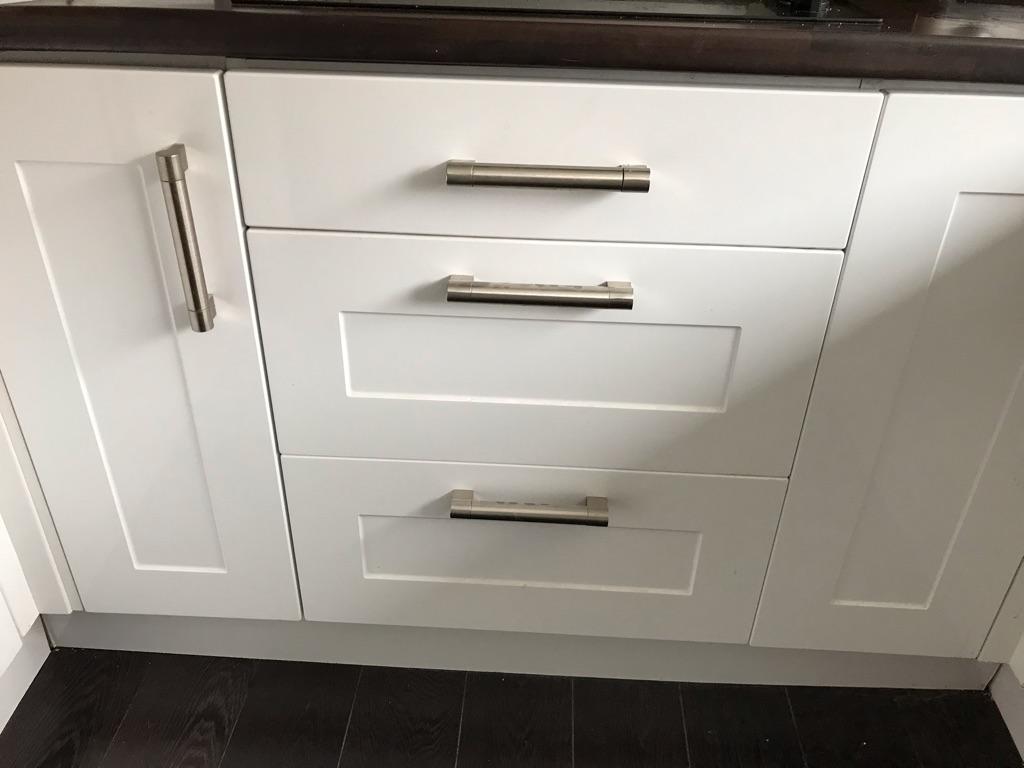 White gloss shaker kitchen units and oven