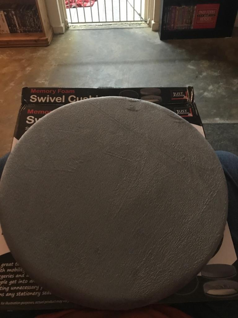 Swivel cushion