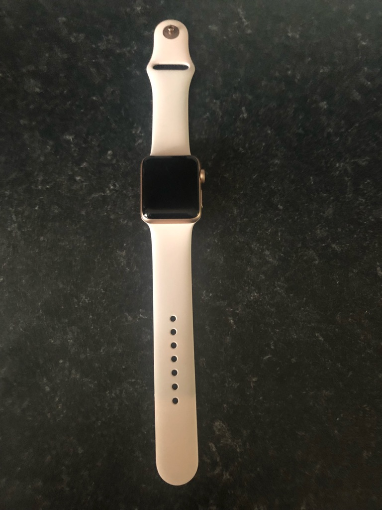 Apple Watch Series 3 GPS and Cellular 38mm gold with sand band