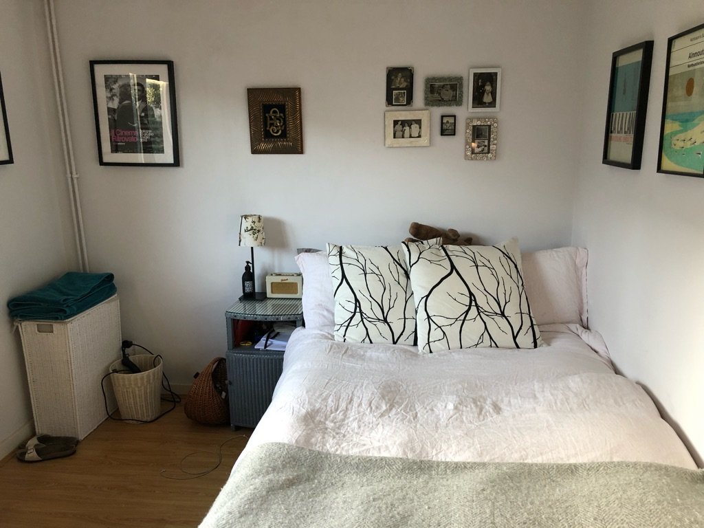 Double room in great house right by Vicky Park