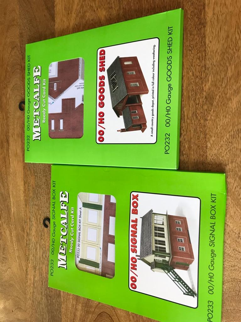 Metcalfe Signal Box Kit & Goods Shed Kit