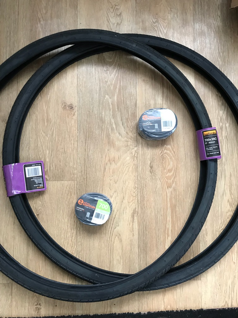 Brand new 700x35 tyres and innertubes