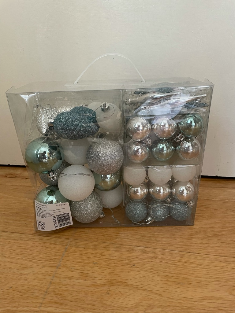 80 Christmas baubles