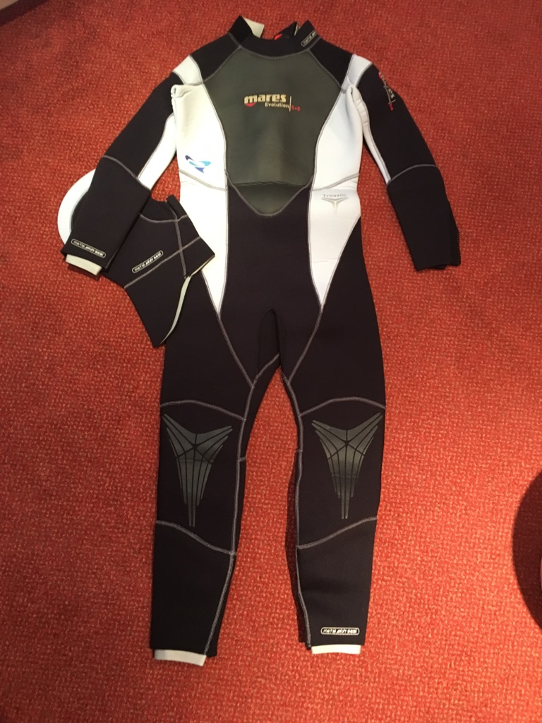Mares wetsuit new without tag