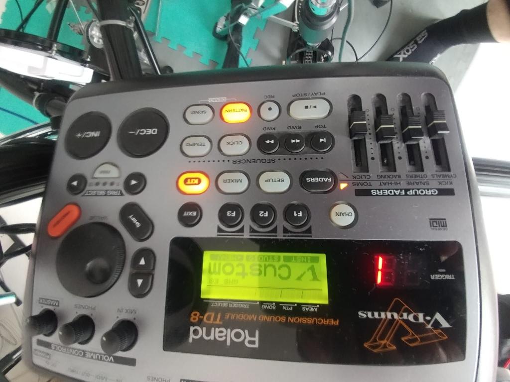 Roland V-DRUMS TD-8 mesh drum kit