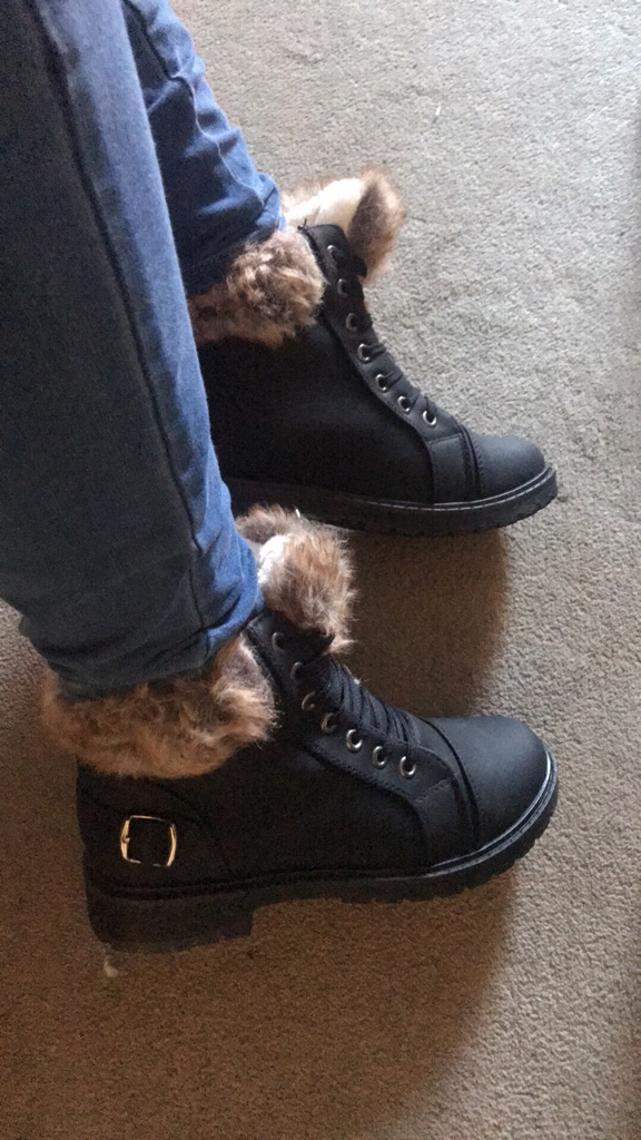Women's Fur Lined Black Boots New