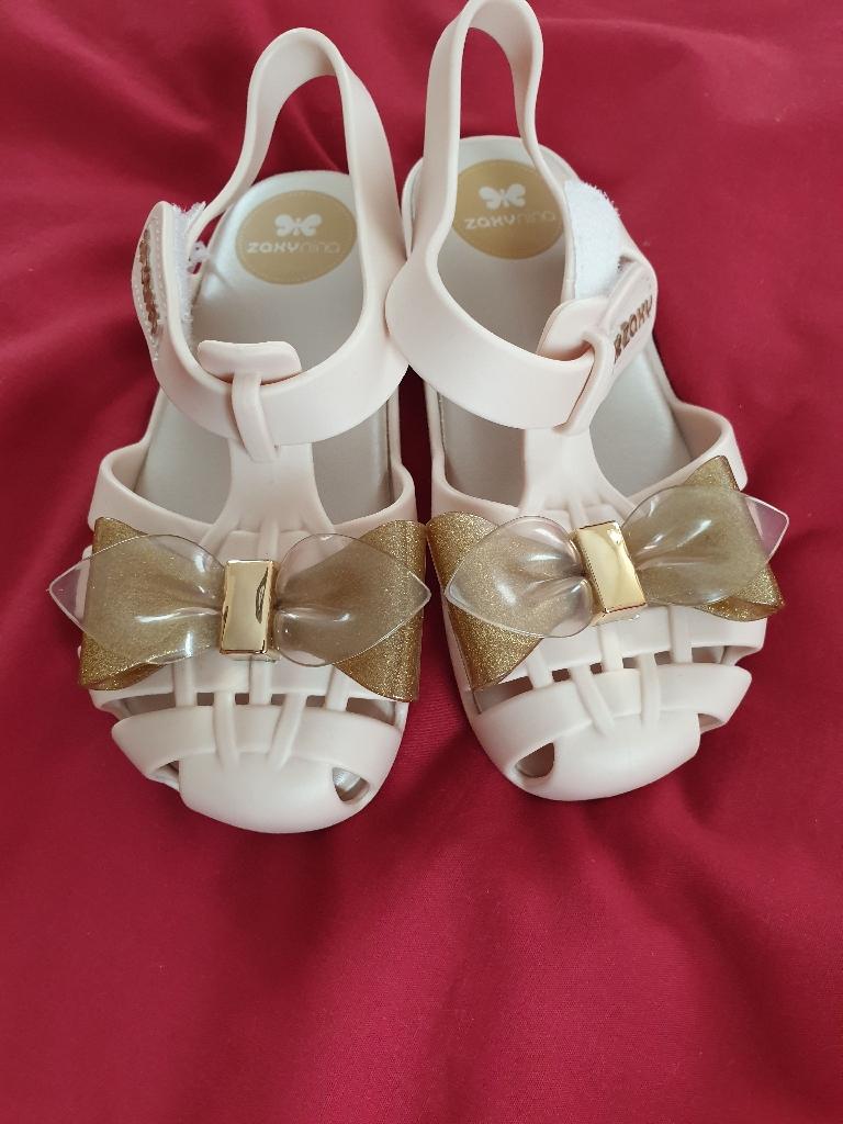 New Zaxy kids sandals size 9