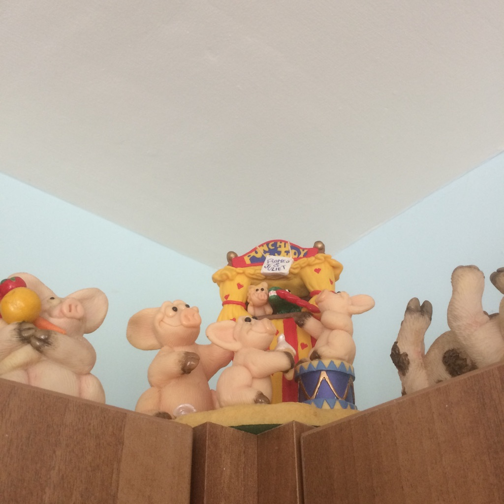 Collection of piggin pigs various prices x25