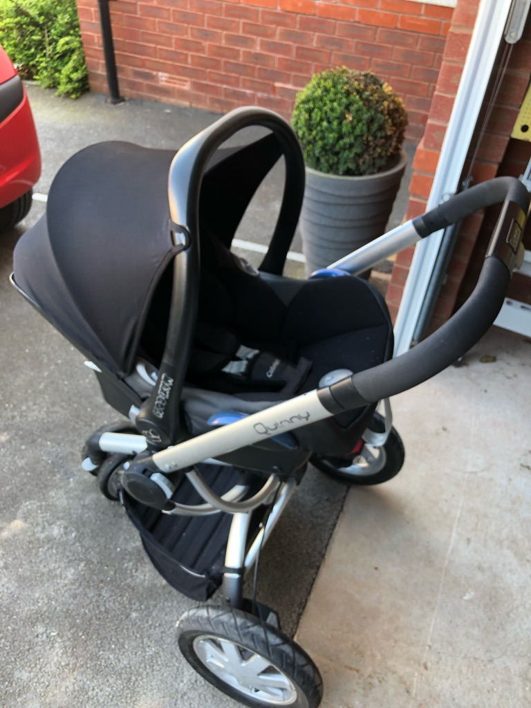 Quinny buzz xtra with maxi cosi car seat and isofix base
