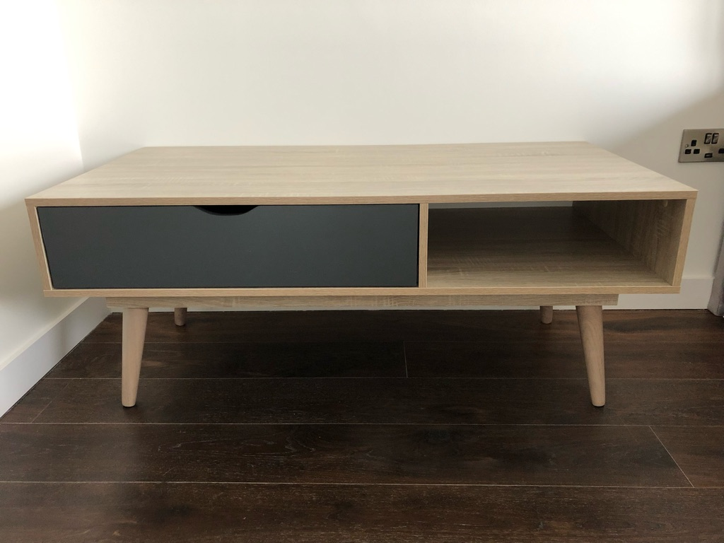 * BRAND NEW * Coffee table
