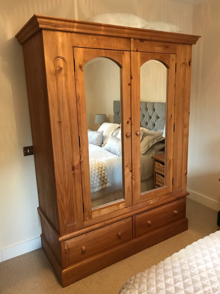 Pine wardrobe & chest of drawers