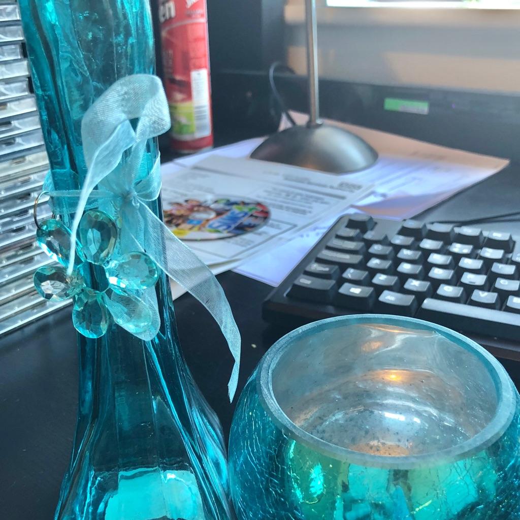 TEAL VASE AND TEAL CRACKLE GLASS BOWL SET